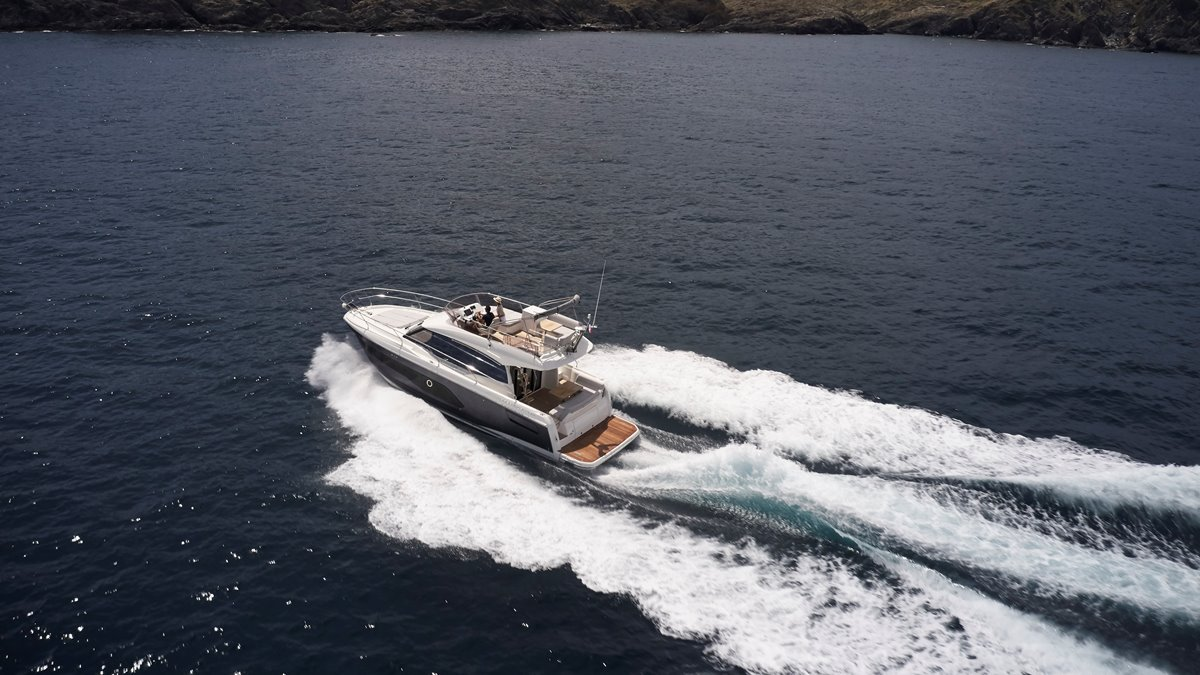 PRESTIGE 420: BEST BOAT IN ITS CATEGORY